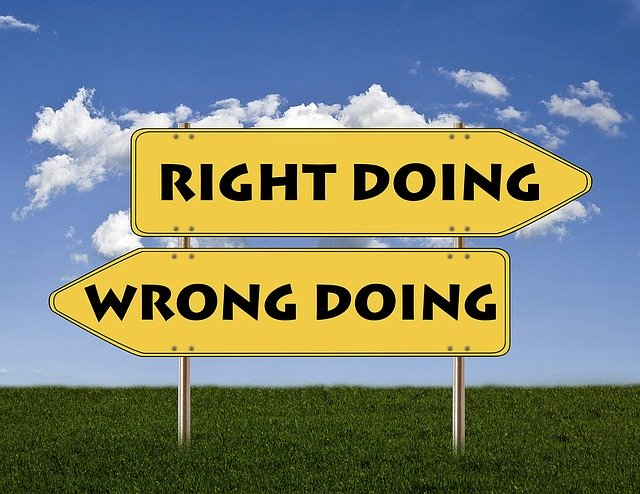 Making the wrong choice may prevent you from making money online. Choosing between the wrong and the right sign.